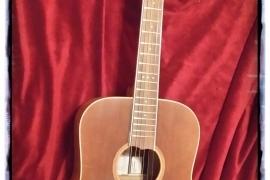 Chitarra acustica con tavola in cedro canadese
