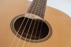 Chitarra acustica tipo Martin con tavola armonica in Abete della Val di Fiemme