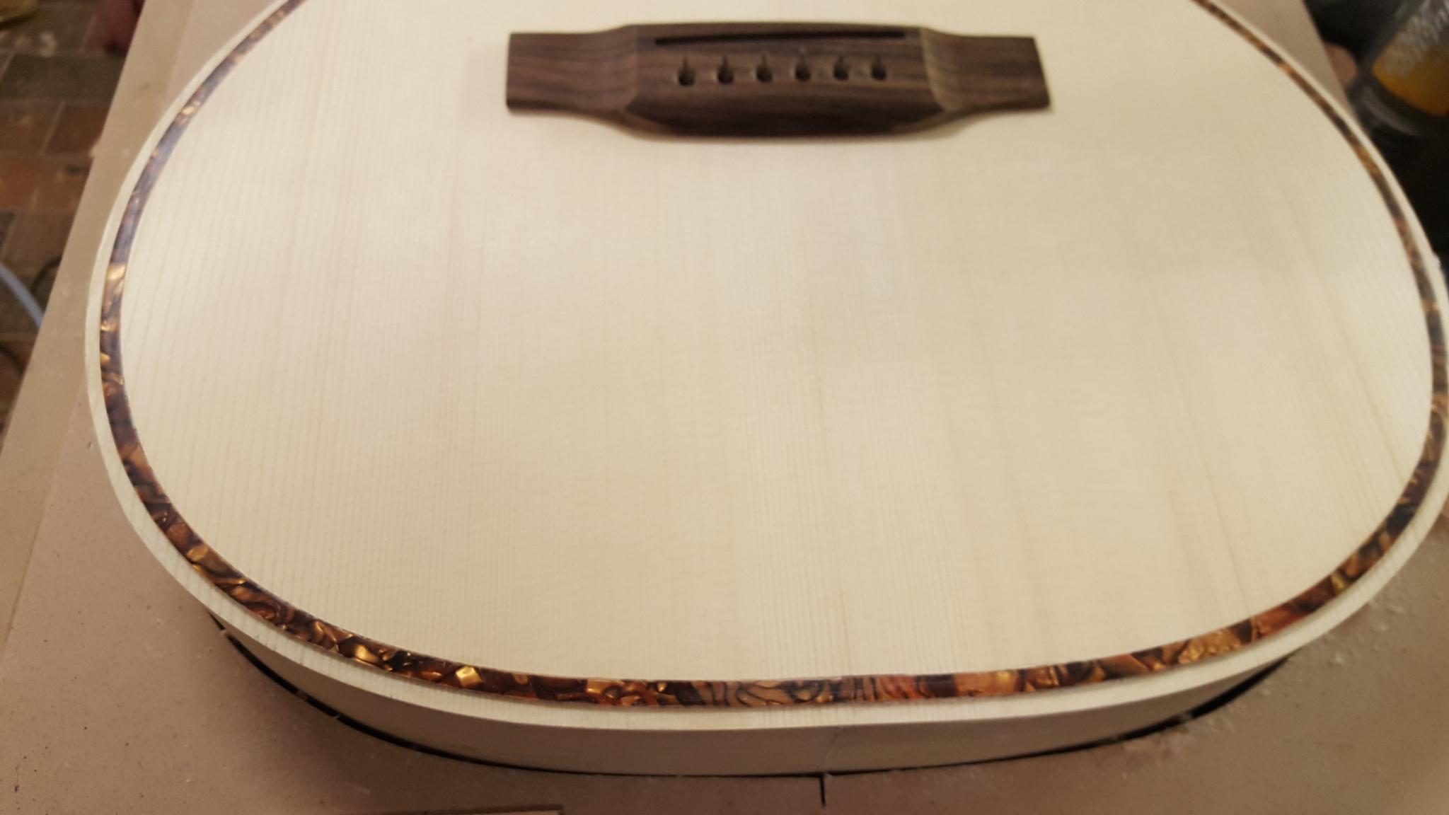 Nuovo modello di chitarra acustica