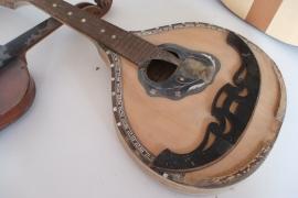 Restauro di vecchi strumenti a corda